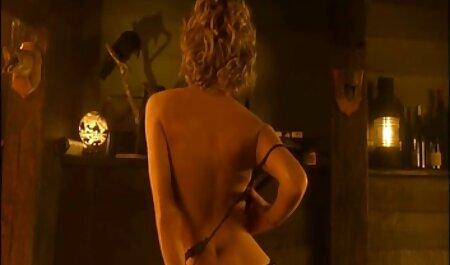 Deutsch Malou wird in den omafotze porn Arsch gefickt