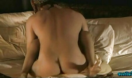 Sexy Blondine kriecht ins Bett und fickt omasex film alten Kerl