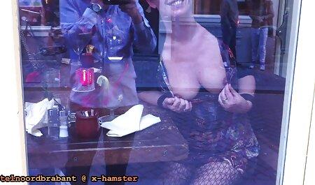 Hot Chick in Aktion mit 2 freie oma pornos großen Schwänzen