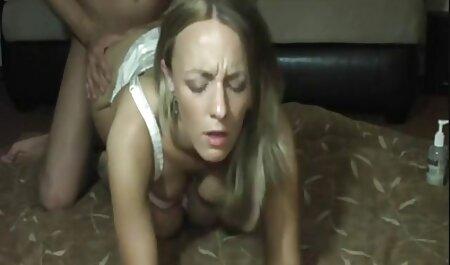 Süße gratis omas pornos enge Blondinen strecken sich aus, damit der Glückspilz auf dem Boden des Wohnzimmers ficken kann