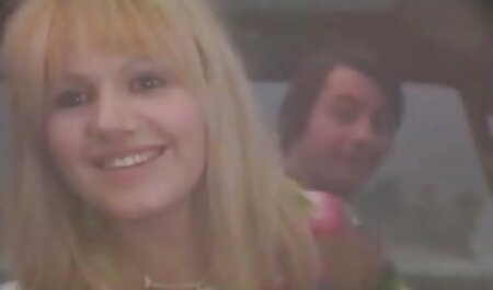 Geiler Pornostar fickt ihre rasierte Muschi gratis sex mit oma