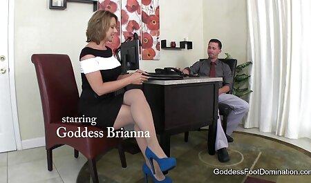 Fußstütze für Hot oma fickt gratis Mistress in Boots