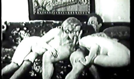 BBW-Oma nimmt 2 Jungs und großen Dildo deutscheomasexfilme