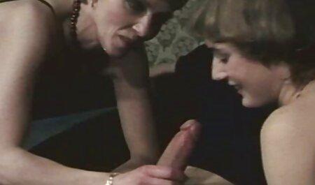 Langhaarige Brünette bekommt ihre tollen Titten und Arschloch geleckt sexgeile oma