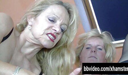 Ihre betrügerische Fotze wird omafotze porn wütend gebohrt