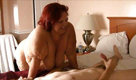 Geile junge gratis omas pornos Frau mit einer glatt rasierten Möse